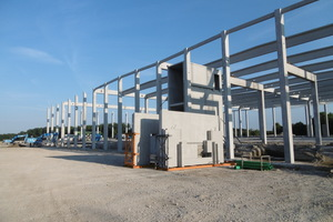 "<div class=""bildtext_en""><irspacing style=""letter-spacing: -0.01em;"">For the new building of the Pabst distribution center in Gochsheim near Schweinfurt, GLÖCKLE supplied 571 precast elements, including prestessed concrete girders, concrete sandwich boards, trimmer beams and frost skirts</irspacing></div>"