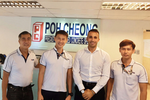 "<div class=""bildtext_en"">Ivan Leng (Poh Cheong General Manager), Nexz Seah (Poh Cheong Director), Gabriele Falchetti (MCT Italy Executive South East Asia Sales Manager) and Michael Chia (Poh Cheong Director/from left to right)</div>"