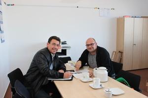 "<div class=""bildtext_en"">Moll Project engineer Lars Wobisch (right)&nbsp; in conversation with BFT editor-in-chief Silvio Schade</div>"