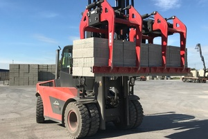 "<div class=""bildtext_en"">B&amp;B Attachments Ltd exhibited its specialist attachment range for block and curb handling at the UK Concrete Show 2019</div>"