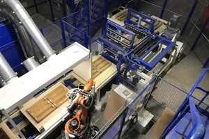 """<div class=""""bildtext_en"""">A Kuka KR360 6-axis robot applies oil to the mold</div>"""