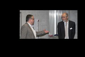 """<div class=""""bildtext"""">Markus Greim (links) und Prof. Wolfgang Kusterle führten die TeilnehmerINNEN durch das 28. Schleibinger Rheologie-Kolloquioum in Regensburg </div>"""