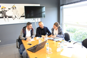 """<div class=""""bildtext_en"""">Nuno Sousa and Managing Director Filipe Saraiva (from left) show BFT editor Karla Knitter project highlights</div>"""