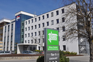 """<div class=""""bildtext""""><irspacing style=""""letter-spacing: -0.02em;"""">Die Zentrale und das Fertigteilwerk der Glass GmbH Bauunternehmung sind in Mindelheim/Unterallgäu auf einem Gelände von 170.000m² angesiedelt</irspacing></div>"""
