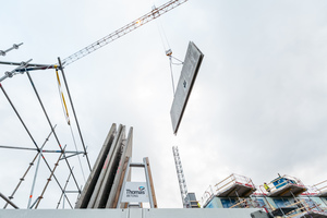 """<div class=""""bildtext"""">Auf der von Ebawe gelieferten Umlaufanlage werden Doppelwände entsprechend dem """"Thomas Miljöstomme""""-System für nachhaltiges Bauen produziert </div>"""