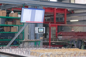 "<div class=""bildtext_en"">The operator can see the information on a large screen in the precast plant</div>"
