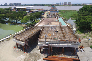 """<div class=""""bildtext_en"""">The entire surface of the bridge is composed of prefabricated concrete</div>"""