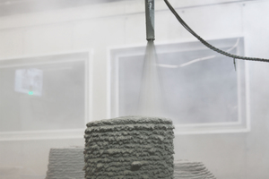 """<div class=""""bildtext_en""""><irspacing style=""""letter-spacing: -0.01em;"""">Fig. 4: Spraying of hollow concrete columns using the SC3DP method (left), cutting of the joint geometry (center) and dry jointed concrete column (right)</irspacing></div>"""