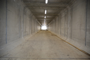 "<div class=""bildtext_en"">The media tunnel consists of 23 individual rectangular precast concrete segments from the concrete plant Kleihues in Emsbüren, Germany </div>"