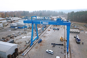 "<div class=""bildtext_en"">The 25 m span gantry crane will be used for handling and loading heavy-duty precast elements and large concrete pipes </div>"