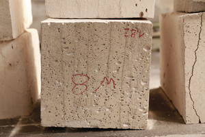 "<div class=""bildtext_en"">Figure 2 (right): The test cubes cut out of the completed wall were used for determining the density and the compressive strength. The test cubes and the background of the diagram on the left provide information on the surface quality of the material.</div>"