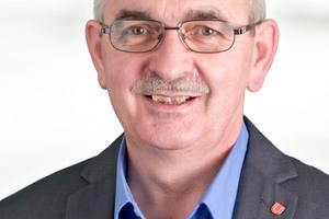 """<div class=""""bildtext"""">Reiner Medgenberg verabschiedet sich nach mehr als 35 Jahren Betriebszugehörigkeit bei Unitechnik in den Ruhestand</div>"""