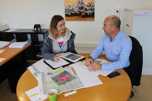 """<div class=""""bildtext"""">BFT-Redakteurin Karla Knitter trifft Montest-Geschäftsführer Luis Pinto zum Interview am Firmensitz Aveiro</div>"""