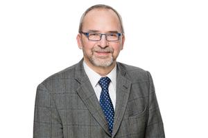 """<div class=""""bildtext""""><strong>Frank Fingerloos</strong><br /><irspacing style=""""letter-spacing: -0.01em;"""">ab 1990 im Bereich Technik der Hochtief Construction AG, Berlin; seit 2000 Abteilungsleiter Bauwesen, Deutschen Beton- und Bautechnik-Verein E.V., Berlin; seit 2005 Sachverständiger beim Deutschen Institut für Bautechnik; seit 2008 ö. b. u. v. Sachverständiger für Beton- und Stahlbetonbau der IHK, Berlin; seit 2008 Lehrauftrag für Massivbau an der Technischen Universität Kaiserslautern; seit 2015 Honorarprofessor an der TU Kaiserslautern</irspacing></div><div class=""""bildtext""""><script language=""""JavaScript"""">document.write('<a href=""""' + 'mailto:' + 'fingerloos' + '@' + 'betonverein' + '.' + 'de' + '"""">' + 'fingerloos' + '@' + 'betonverein' + '.' + 'de' + '</a>');</script></div>"""