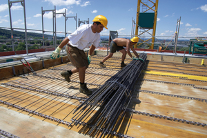 """<div class=""""bildtext_en"""">The prefabricated reinforcement elements are unrolled and extremely quickly installed</div>"""