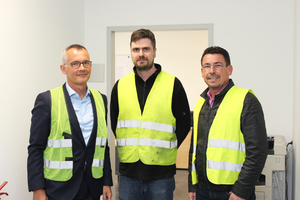 """<div class=""""bildtext_en"""">Dr. Matthias Liersch, Managing Director, Technology, and Christoph Korn, Plant Manager, (both KANN) in conversation with Silvio Schade, BFT editor-in-chief (from left to right)</div>"""