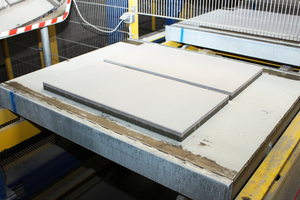 """<div class=""""bildtext_en"""">Example of freshly produced slabs; the light-colored face concrete is clearly visible</div>"""