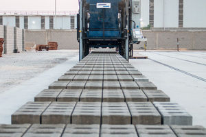 "<div class=""bildtext_en"">… like paving blocks, solid/hollow blocks, curbstones and other concrete block elements</div>"