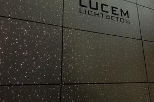 """<div class=""""bildtext"""">Rund 700 lichtleitende Fasern pro Quadratmeter lassen die Lucem Starlight-Platten mit der optischen Wirkung eines Sternenhimmels erstrahlen</div>"""
