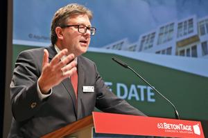 """<div class=""""bildtext"""">Dr. Ulrich Lotz, Geschäftsführer FBF Betondienst, moderiert die BetonTage in Neu-Ulm</div>"""