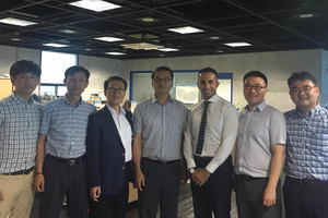 """<div class=""""bildtext_en"""">Production Manager Shin Hak-Jong, Director Lee Young-Gil, Oh Eui-Rock (MCT Italy – South Korea), CEO Kim Jong-Hyun, Gabriele Falchetti (Sales Director), Factory Manager Jeon Seung-Wan, Production Manager Jo Dae-Ki (from left to right)</div>"""