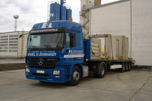 "<div class=""bildtext_en"">A company-owned truck means flexibility</div>"
