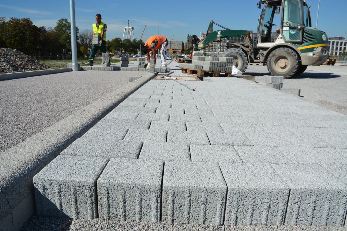 Paving block used against nitrogen oxides in Stuttgart - Concrete Plant Precast Technology