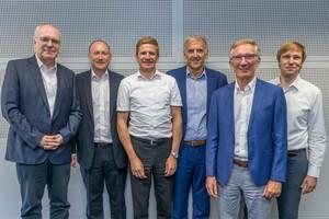 "<div class=""bildtext"">Der neue Tudalit-Vorstand (v. l.): Prof. Dr.-Ing. Manfred Curbach, Roy Thyroff, Dr.-Ing. Christian Kulas, Michael Rummel, Ulrich Assmann, Dr.-Ing. Silvio Weiland </div>"