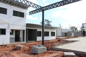 "<div class=""bildtext_en"">Construction of the prison was completed in October on schedule; the individual container modules can be easily recognized</div>"