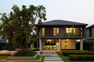 """<div class=""""bildtext"""">Durch die erfolgreiche Umsetzung von hunderten von Immobilienprojekten wurde Sansiri zu einem der führenden Immobilienentwickler für hochwertigen Wohnraum in Thailand</div>"""