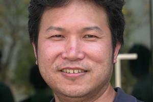"""<div class=""""bildtext"""">Herr Phusak Yuthayanont vom Betonfertigteilwerk Sansiri ist mit der neuen Batterieschalungsanlage sehr zufrieden</div>"""