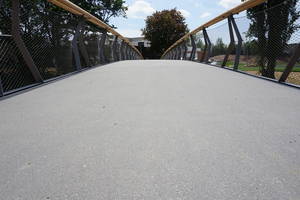 """<div class=""""bildtext_en"""">The precast slabs, used as pavement of the bridge, are 2.40 wide and 8.00 m long</div>"""