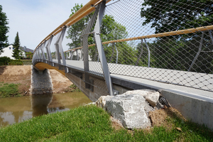 """<div class=""""bildtext_en"""">Thanks to their integral design, the three bridges are predicted to have a much longer service life than conventional wooden footbridges</div>"""