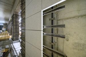 """<div class=""""bildtext_en"""">The façade panels were made of Dyckerhoff Flowstone white</div>"""