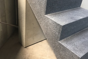 """<div class=""""bildtext_en"""">The precast staircase, with a full cross-section of cast stone and with a ground surface finish, is a new development</div>"""