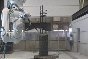 """<div class=""""bildtext"""">Abb.: Herstellung einer 3D-gedruckten Stahlbetonstütze mittels SC3DPVerfahren</div>"""