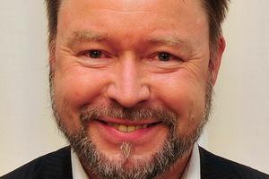 """<div class=""""bildtext"""">Thomas Strobel (56) ist Dipl.-Ing. für Maschinenwesen und Geschäftsführer der Fenwis GmbH (<a href=""""http://www.fenwis.de"""" target=""""_blank"""">www.fenwis.de</a>). Er begleitet seit Jahren Unternehmen und komplette Industriezweige bei ihrer Neuausrichtung. </div>"""