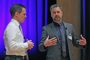 """<div class=""""bildtext"""">Dr. Dominik von Achten (l.), Vorstandsvorsitzender der HeidelbergCement AG, und Prof. Anders Levermann vom Potsdam-Institut für Klimafolgenforschung, im Dialog </div>"""
