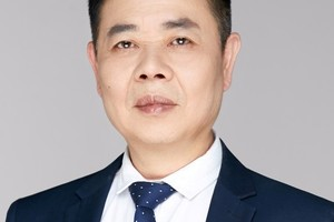 """<div class=""""bildtext_en"""">Jiming Cai, founder and owner of C&amp;G Pigment </div>"""