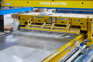 "<div class=""bildtext_en""><irspacing style=""letter-spacing: -0.02em;"">In the new carousel plant at HTB Hoch- und Tiefbaustoffe GmbH &amp; Co. KG located in Könnern, the pallet surface is perfectly cleaned by the pallet cleaner after deshuttering</irspacing></div>"
