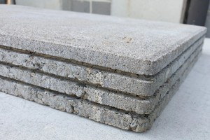 "<div class=""bildtext_en"">Larger concrete paving slabs with reduced thickness are now possible</div>"