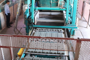 """<div class=""""bildtext_en"""">The HP 800 machine supplied to Al Madina in 2015 has been manufacturing concrete blocks and paving stones since 2016</div>"""