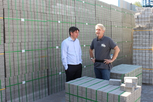 "<div class=""bildtext_en"">Onno Fritzen (left), General Manager of Frima, in a conversation with Jens Maurus, Senior Sales Manager of BFT International</div>"