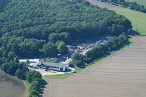 "<div class=""bildtext_en"">Aerial view of the premises of Claus Pfeifenbring Bausysteme GmbH &amp; Co. KG</div>"