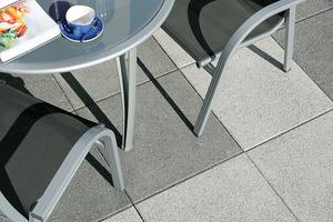 """<div class=""""bildtext"""">Abb. 5: Gestrahlte Betonplatten für den Außenbereich</div>"""