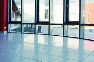 """<div class=""""bildtext_en"""">Fig. 4: Polished slabs for interiors </div>"""