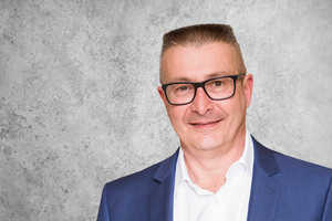 "<div class=""bildtext"">Der neue Direktor Dr. Thomas Sippel</div>"