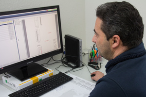 "<div class=""bildtext_en"">Master computer specialist Carlos Gaspar provides supplemental information for the production with the integrated PDF editor</div>"