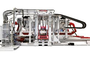 "<div class=""bildtext_en"">The Hess RH 1500-3 MVA concrete block machine</div>"
