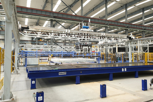 "<div class=""bildtext_en"">In the fully automatic handling areas, the most modern crane technology applies the reinforcement mats and lattice girders</div>"